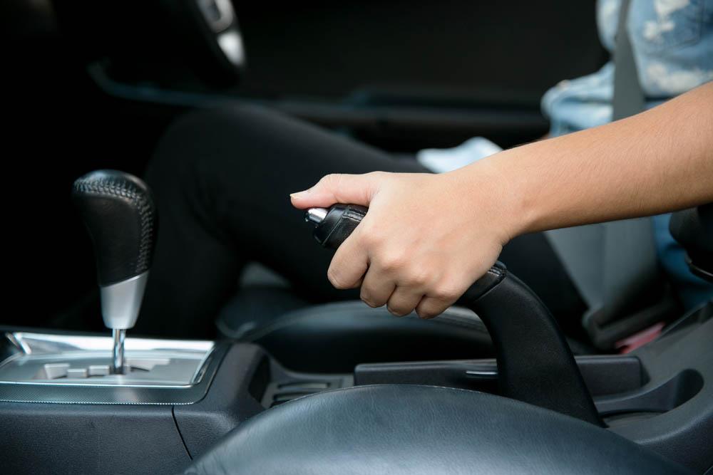 Hal yang Bakal Kejadian Kalau Lupa Menurunkan Hand Brake